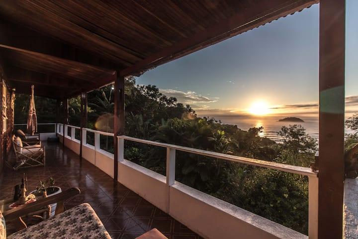 Birdwatching Hostel - Suíte Corujinha