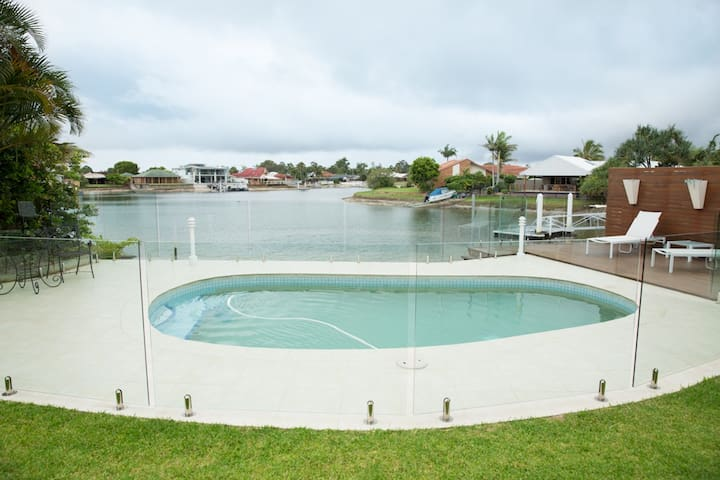 Architect Designed Waterfront Home - Maroochydore - Dom