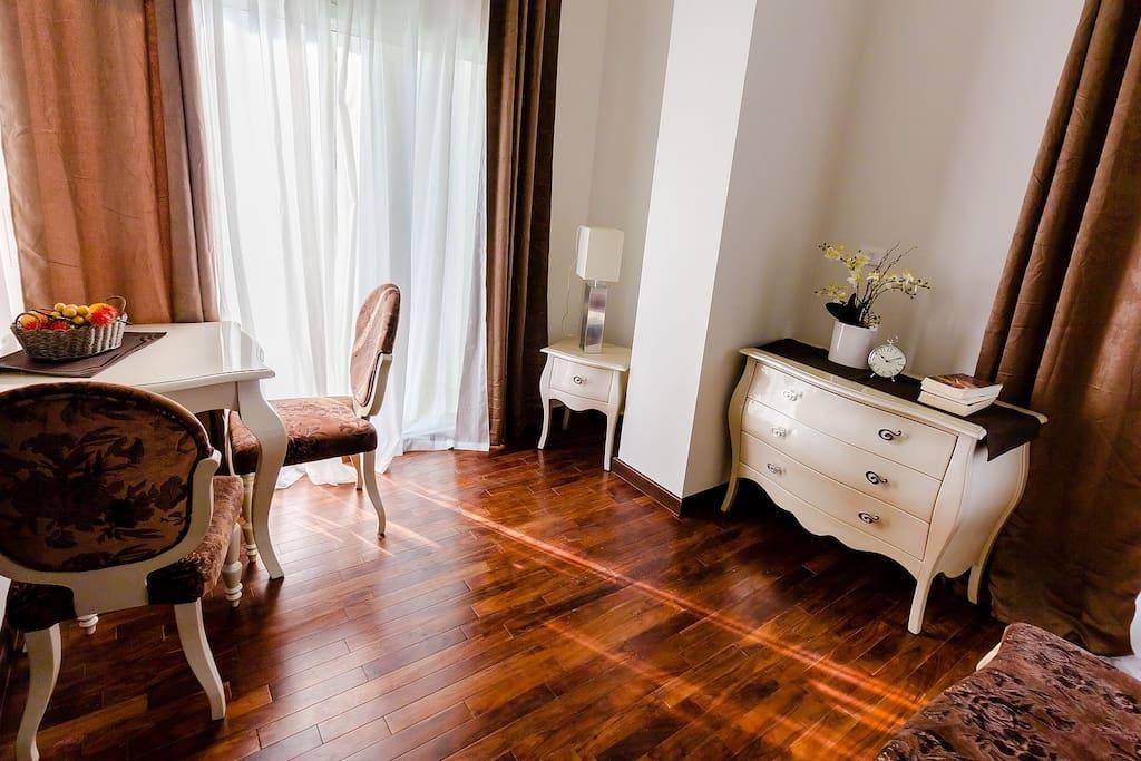 Стильная мебель. Мягкие цвета.