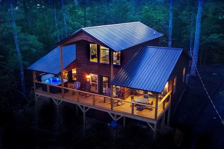 🔥BRAND NEW LODGE with Views, Fire Pit, Isolation
