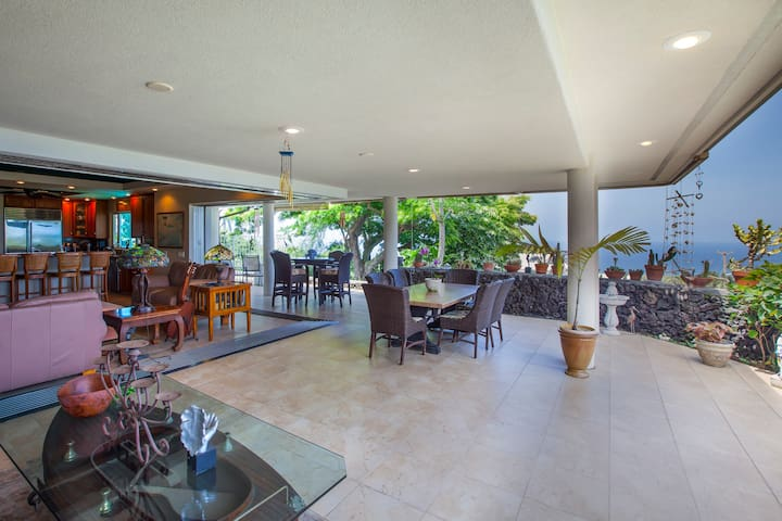 4 Bedroom/4 Bath Luxury Estate Central Kailua-Kona