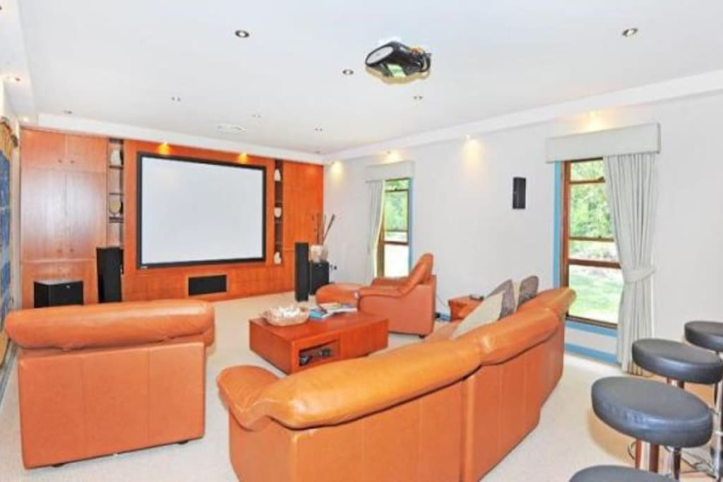 Relax in your own private cinema with cable access!! We have a huge selection of movies on offer too!! Pass the popcorn!! Shhhhh!!