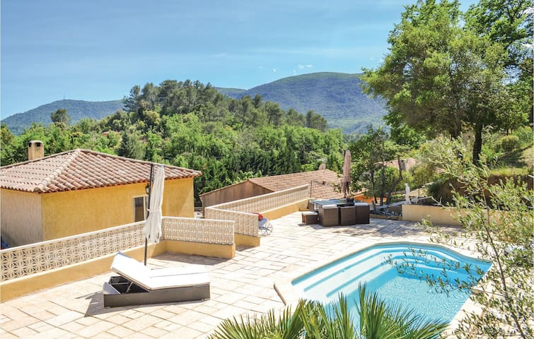 Holiday cottage with 3 bedrooms on 100 m² in Meounes Les Montrieux