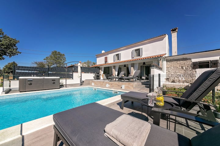 Villa Lulu - Stylish house in peaceful location