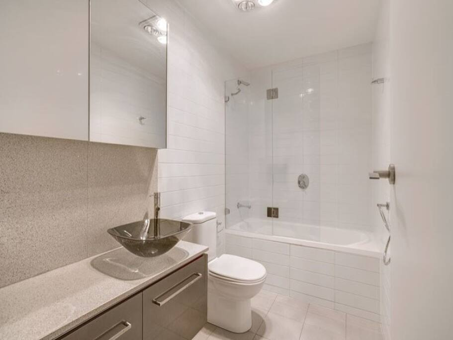 2 modern bathrooms