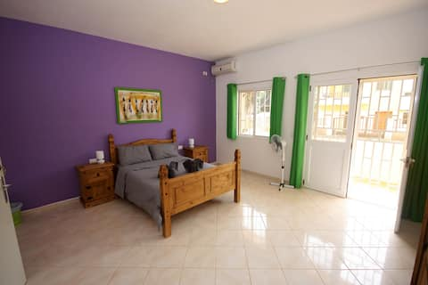 The Guesthouse - Spacious Double Bedroom -Room 3