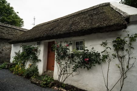 Charming thatched cottage  - Galway