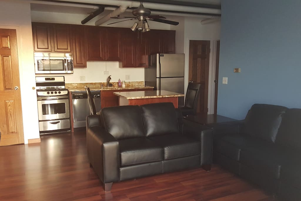 Uw Madison Campus 1 Bedroom Lake Apartment Parking Apartments For Rent In Madison Wisconsin