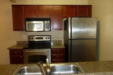2br/2ba 840 sq ft Pristine Condo! - Fremont - Apartment