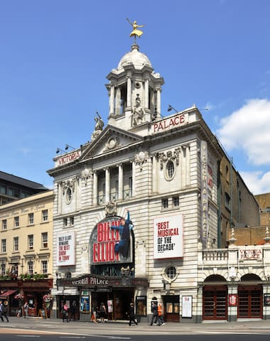 Billy Elliot musical- 5 min walk from the apartment