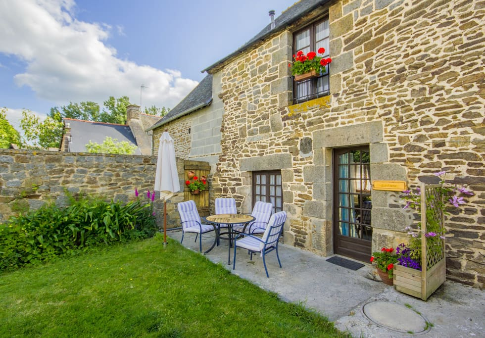 relax outside and enjoy the tranquillity of the little hamlet of Ardilloux