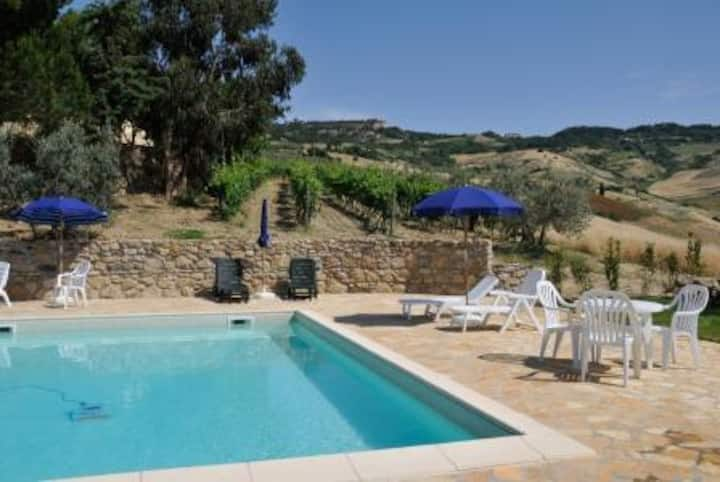 4 Apartments & pool countryside panorama Volterra