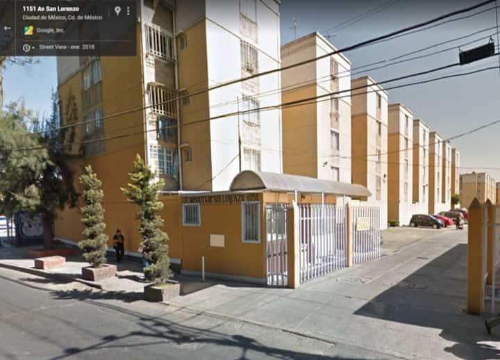 Departamento cerca del Metro Periférico Oriente.