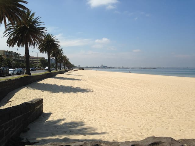 Private Studio by the Beach! - Albert Park