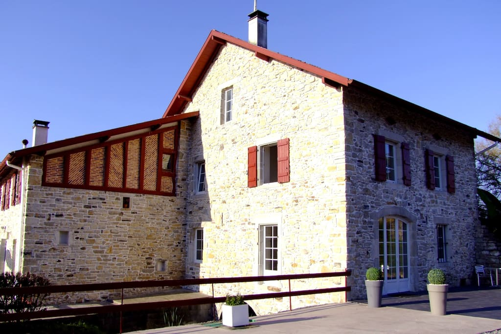 ancien moulin au pays basque houses for rent in guiche aquitaine france. Black Bedroom Furniture Sets. Home Design Ideas