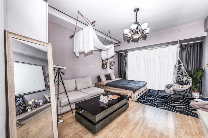 『月租价私聊网红店3』希尔顿用品高清投影公寓可做饭