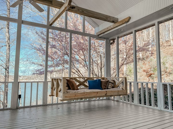 ★Swinging Beds★Lakeside View★Fast WiFi★Full Kitch★