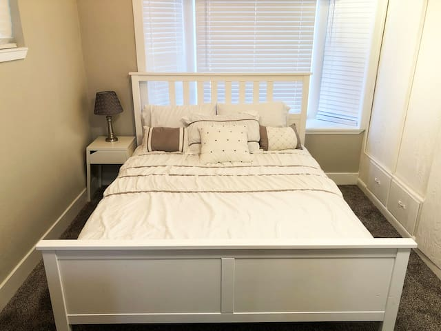 Sweet In-Law Suite near Downtown - Cozy & Private