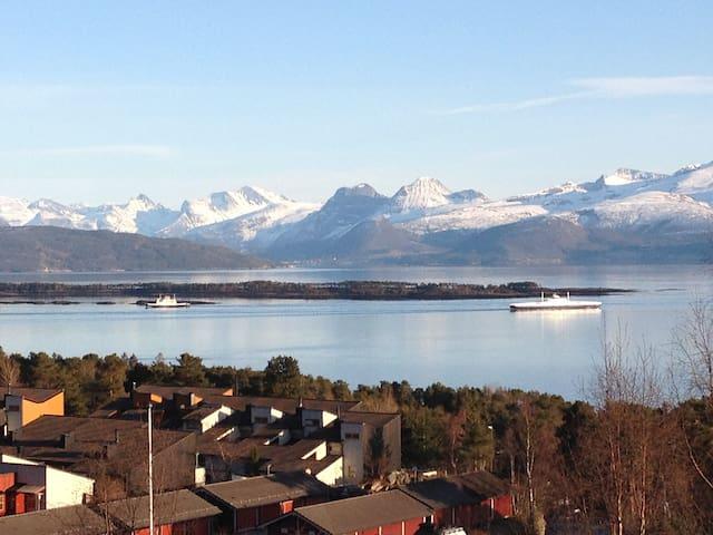 Vakker beliggenhet og utsikt - Molde - Wohnung