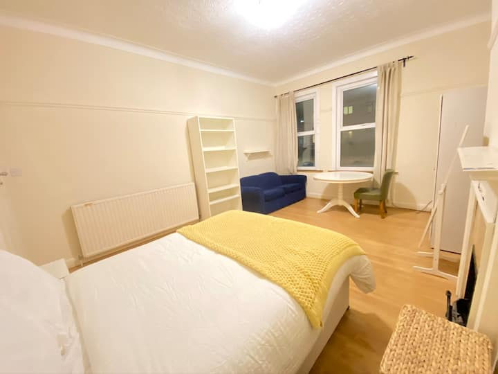 Extremely Large Double Room Available