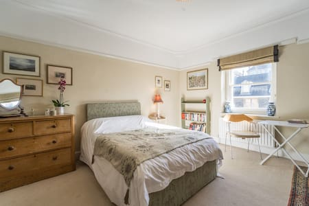 Beautiful large ensuite bedroom in Cotham - Μπρίστολ