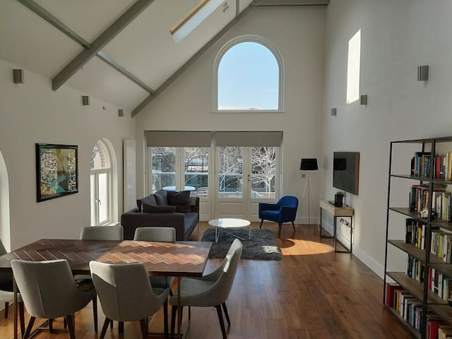 LONDON: Stunning House in Converted Church, 2 Beds