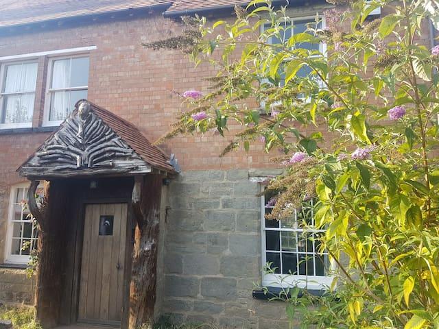 Rural Farmhouse has Spacious Room Close to Warwick