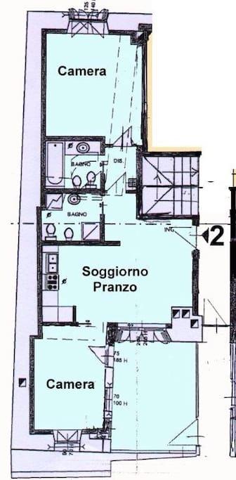 ampio trilocale, una camera matrimoniale, una camera con letto a castello, cucina attrezzata, soggiorno con divano letto 2 posti,  2 bagni, terrazzo