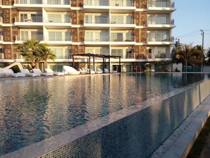 The Sea condominium, Dolphin Bay, Samroiyod
