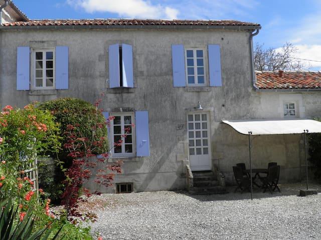 Maison charentaise avec piscine - Saint-Palais-du-Né - Hus