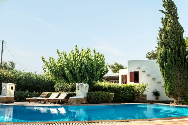 Family home with garden and pool
