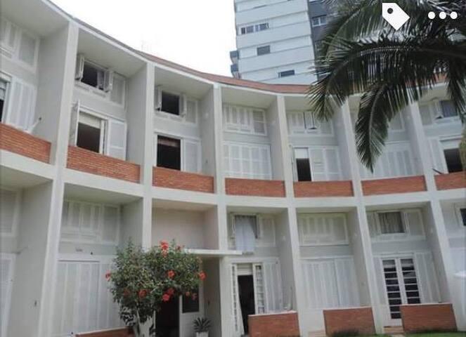 Duplex 2 Quartos, 1 Quadra do Mar na Praia Grande. - Torres - Wohnung
