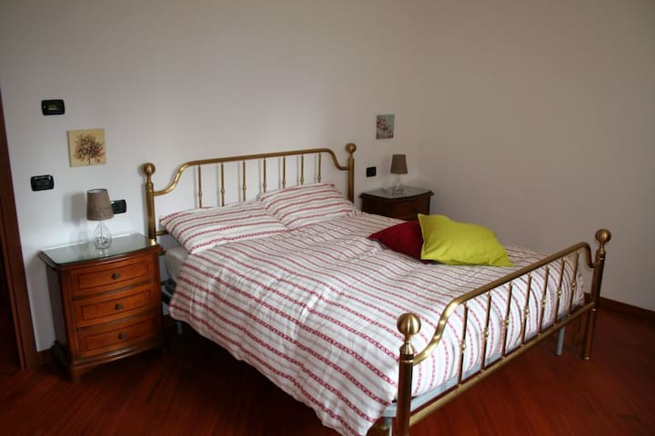 Cozy room near Assago and Humanitas - Rozzano - Huis