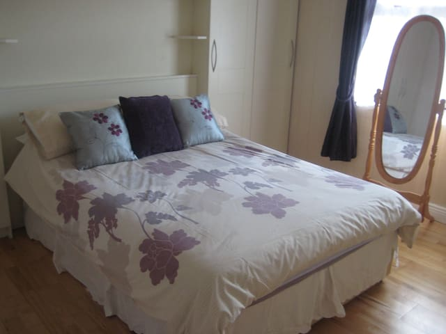 Drumcondra Quiet Double Room Near City
