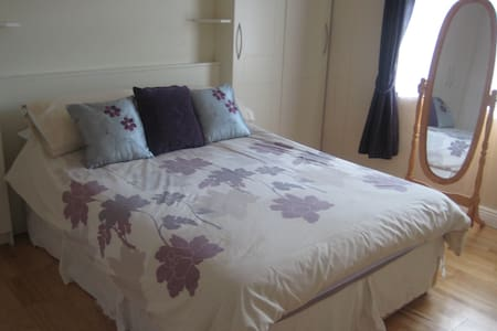 Quiet Double Room in Convenient Location near City - Drumcondra