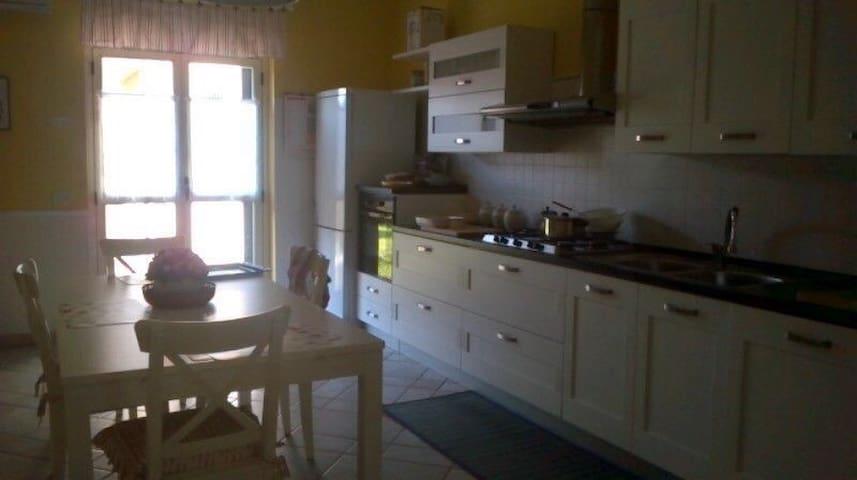 Ampia casa vacanze con giardino - Siderno