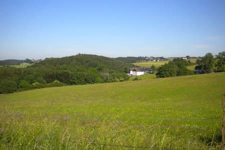 Lorenzhof, gemütliches,großes Ferienhaus in Grünen - Hellenthal - Talo