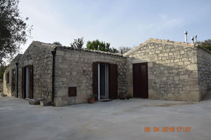 Casa inserita nel verde a Modica - Campanella-gianforma - House
