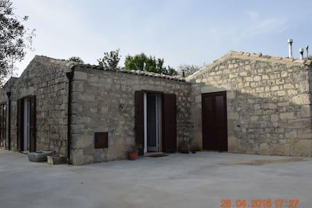 Casa inserita nel verde a Modica - Campanella-gianforma