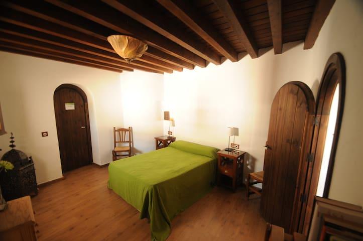 Zimmer für zwei in ruhigem Landhaus