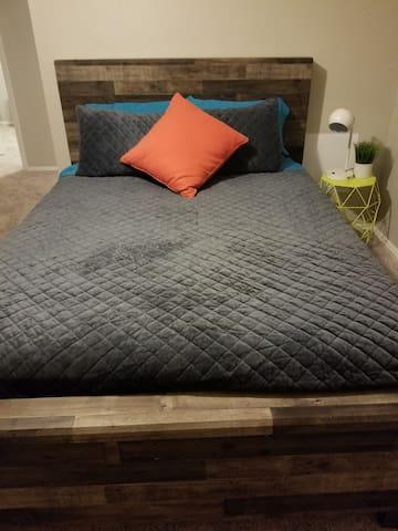 2nd bedroom, queen adjustable beds