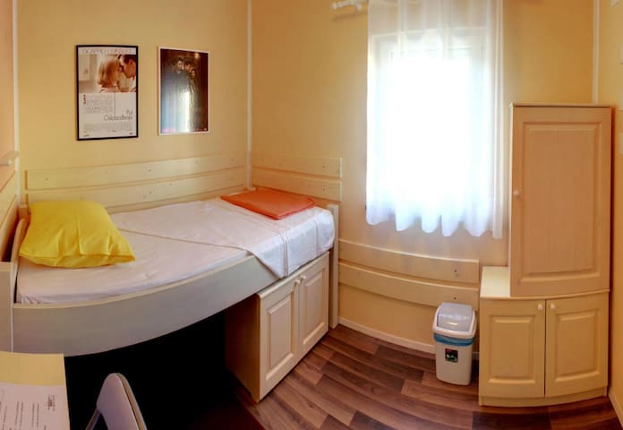 Cinema House Room 2   - Pula - Bed & Breakfast