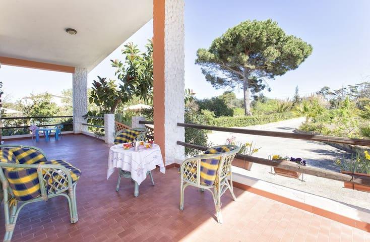 Villa Platamona per 9, con veranda e giardino