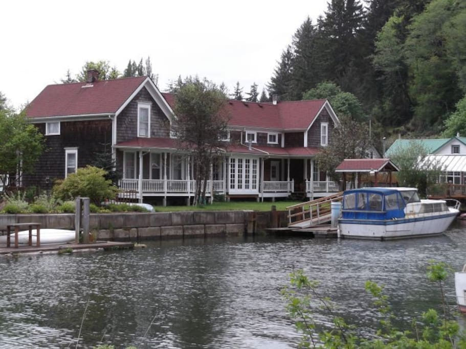 Twin Gables on Skamokawa Creek with water access from the Columbia River