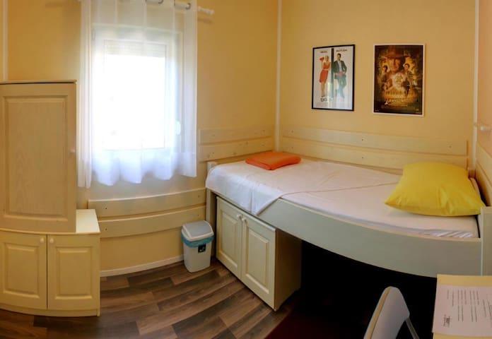 Cinema House Room 4 - Pula - Bed & Breakfast
