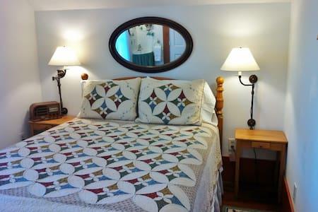 Agnes's Room at Twin Gables B&B Inn - Bed & Breakfast