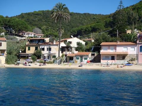 "House ""La Palma"" on Forno  beach of Elba Island"
