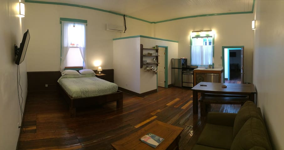 Blu-Buck Mercantile Hotel Apt B - Water Valley - Pousada