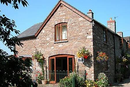 The Start riverside B&B, Hay-on-Wye - Hay-on-Wye - Bed & Breakfast