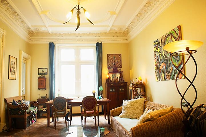 Charming Altbau at the Alster